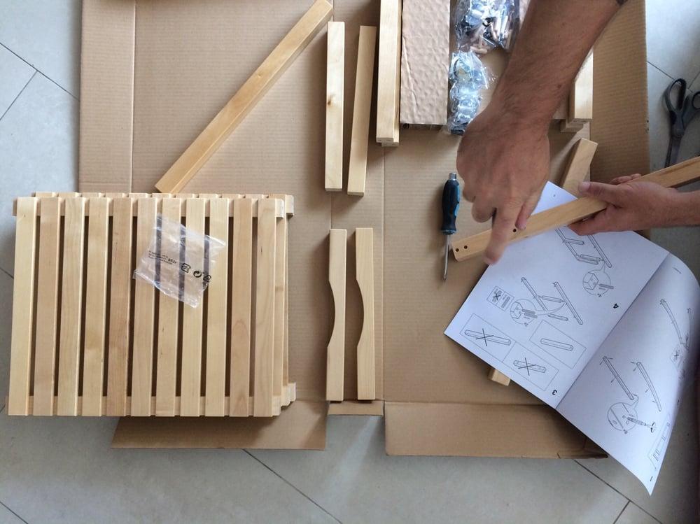 assembling-furniture_t20_mvdm88