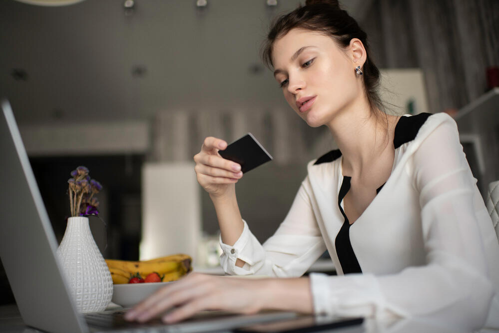 businesswoman-using-credit-card-for-shopping-onlin-66V25B6