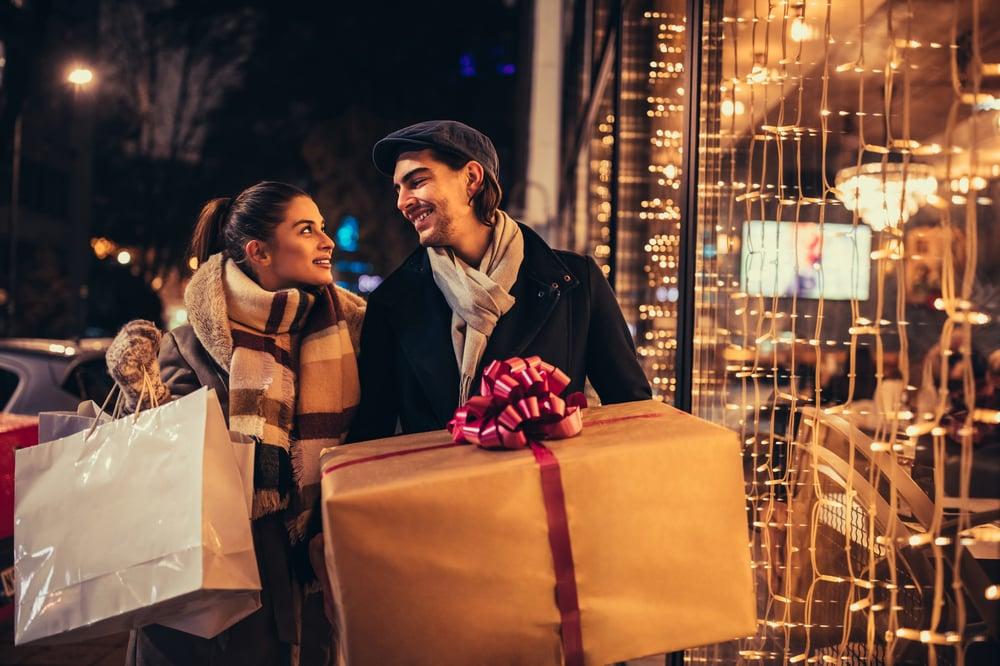 christmas-shopping-FGKDYK2