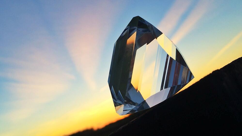 close-up-view-sky-reflection-sunset-sunset-colorful-slope-diamond-diamond-reflect-shine-artificial_t20_nxKVNA