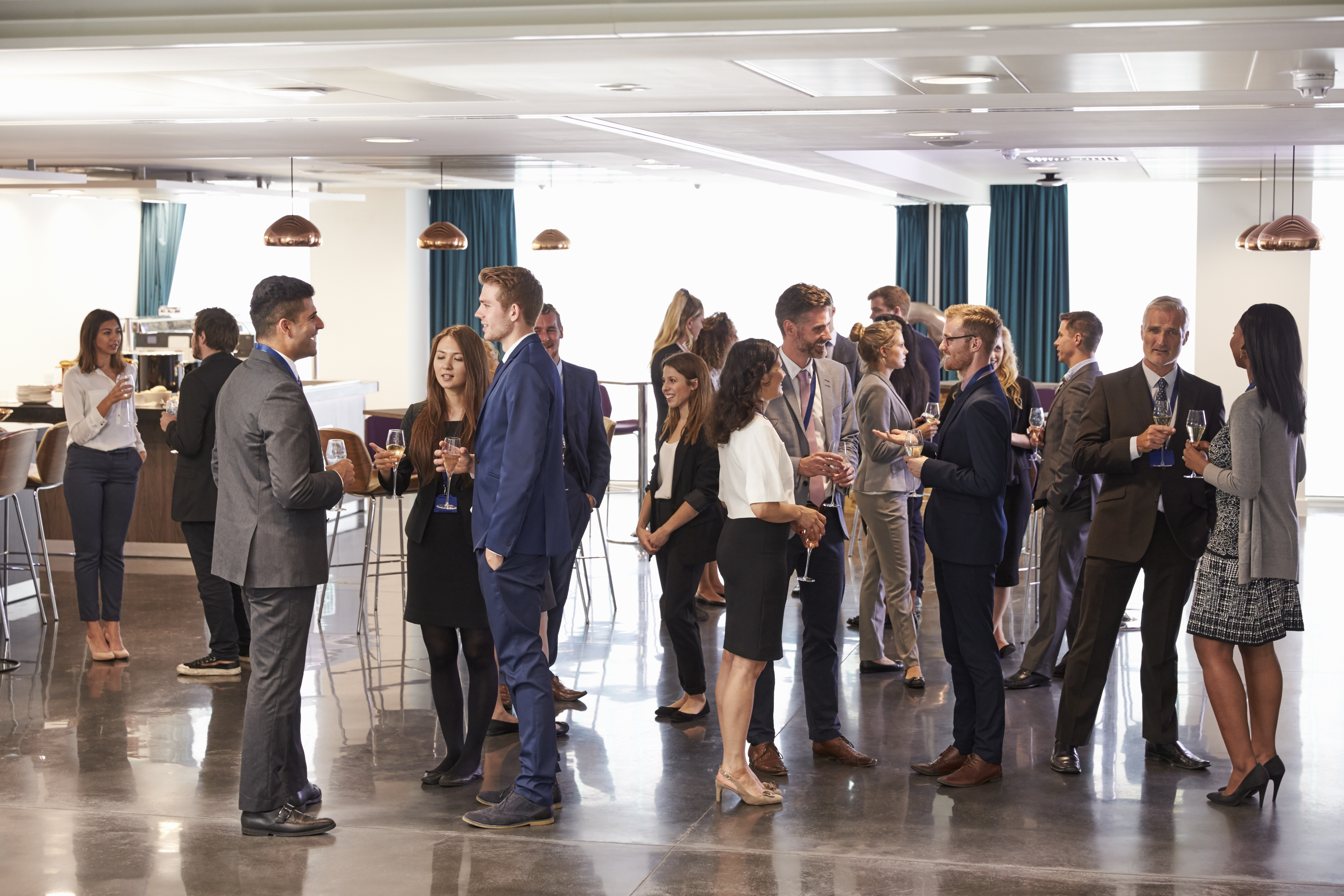 delegates-networking-at-conference-drinks-PJX2DZ7