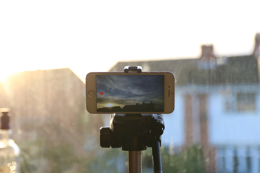 filming-a-time-lapse-video-on-an-iphone_t20_pYP4ZY