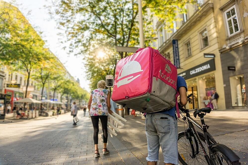 foodora-gmbh-is-a-berlin-based-online-food-delivery-company-with-international-presence-in-9_t20_GglL7w