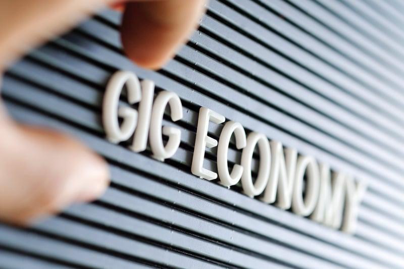 gig-economy-concept-background_t20_P1Zg3R