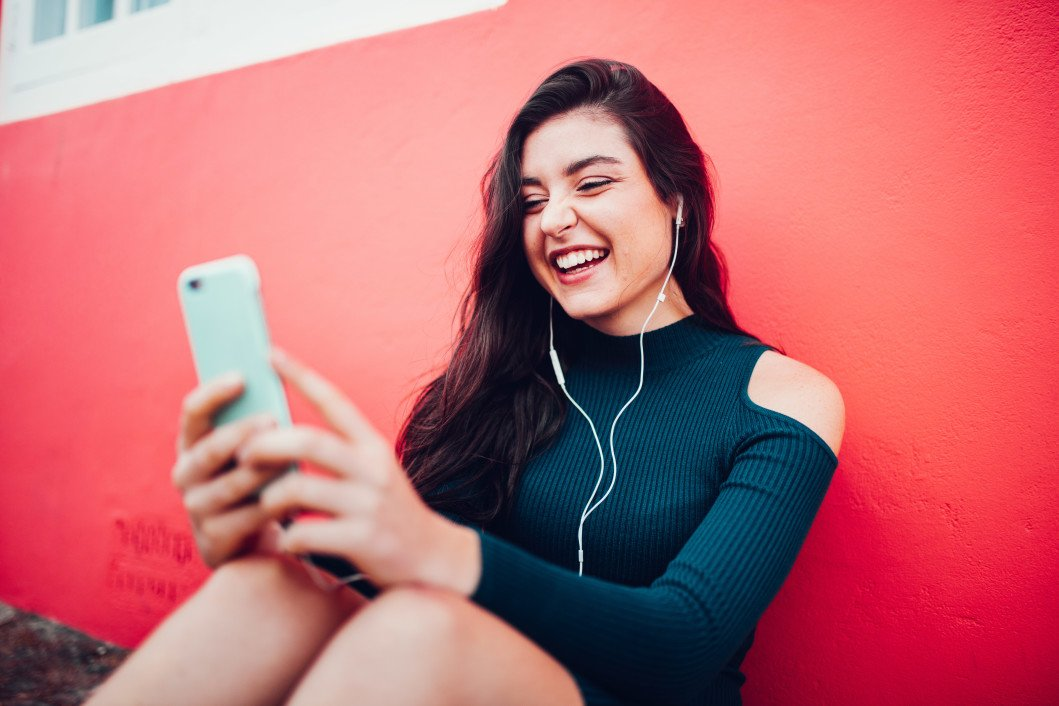 women-music-technology-smiling-smart-phone-happy-listening-earphones-chatting-video-conference_t20_PQ6GvN